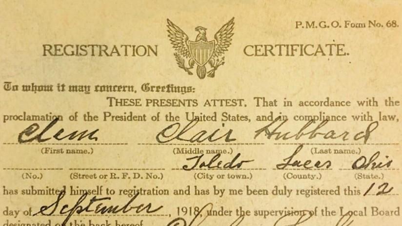 FOTO: Compra una biblia y encuentra dentro una tarjeta de registro de la Primera Guerra Mundial, firmada hace 101 años