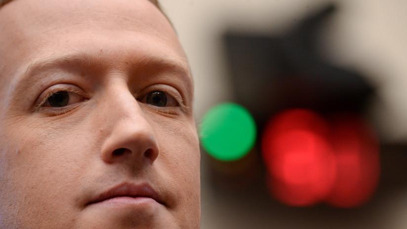 """Mark Zuckerberg admite que parece un """"robot"""" y que necesita mejorar su expresividad"""