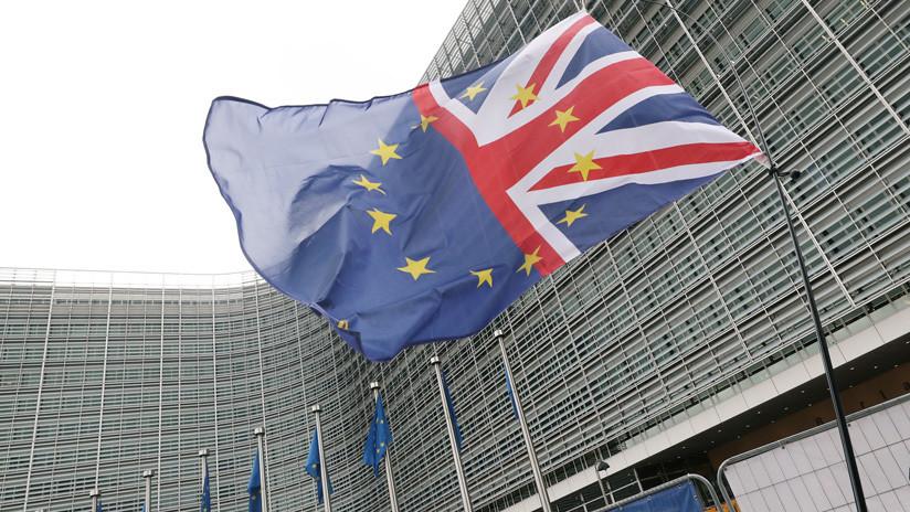 La UE acuerda en principio aplazar el Brexit