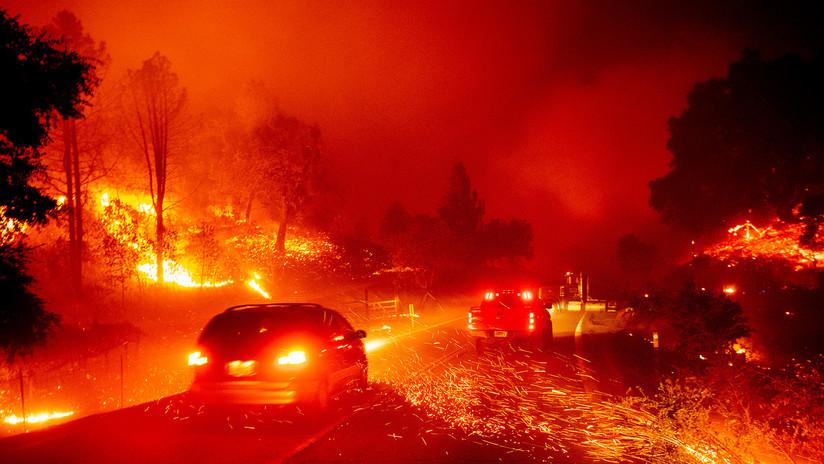 Devastador incendio avanza a gran velocidad y arrasa con más de 10.000 hectáreas en California