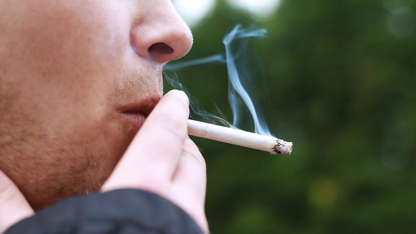 Un estudiante acuchilla 12 veces a su maestro que lo castigó por fumar en la escuela