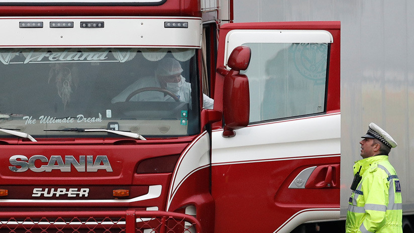 """""""No puedo respirar"""": Una familia vietnamita recibió mensajes de despedida de su hija el mismo día que apareció un camión con 39 cuerpos en Londres"""