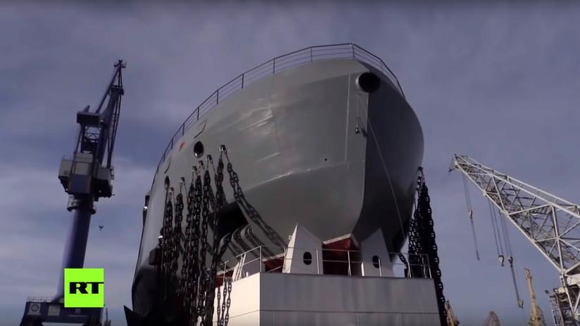 VIDEO: Rusia bota el buque que combina las capacidades de un rompehielos, un remolcador y un buque de guerra patrulla