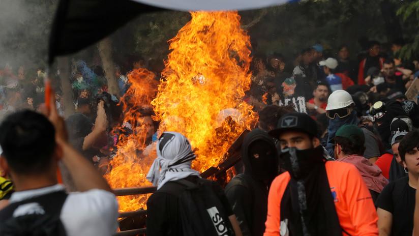 VIDEOS: Сhoques con la Policía durante la 'marcha más grande de Chile' con histórica asistencia