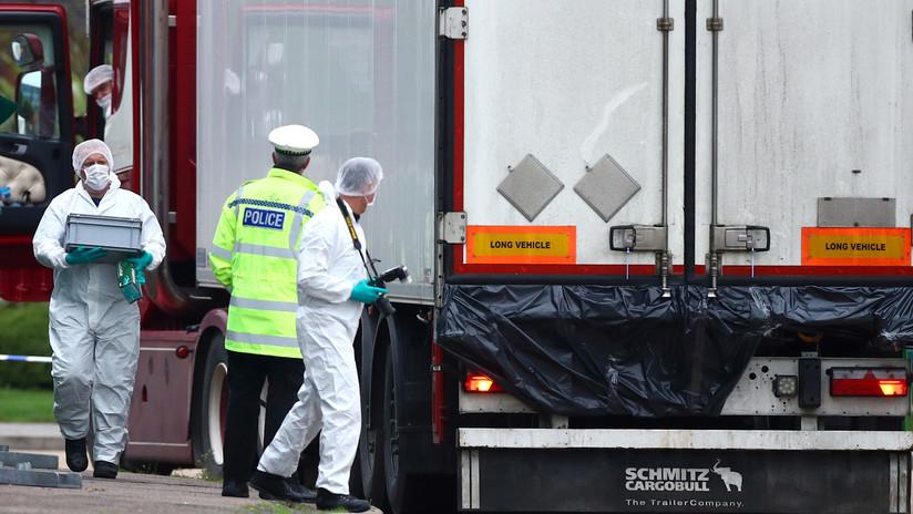 Reportan hallazgo de huellas de manos ensangrentadas de las víctimas encerradas en el camión hallado con 39 cuerpos en el Reino Unido