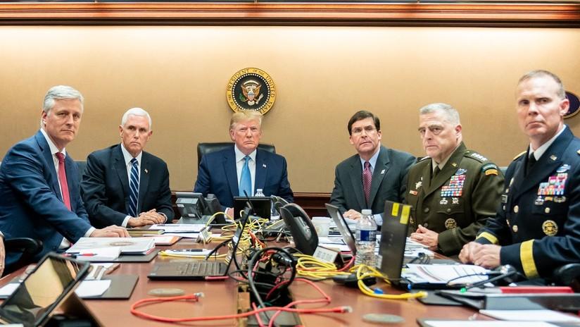 Publican una foto con Trump del salón de estrategia durante la operación contra Al Baghdadi y de inmediato la ridiculizan en Twitter