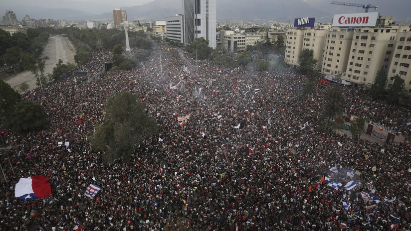 VIDEO: Este 'timelapse' muestra todo lo que pasó en las 8 horas de la histórica 'marcha más grande de Chile' en tan solo 2 minutos