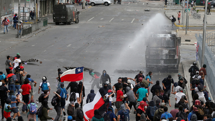 VIDEO, FOTOS: Manifestantes se enfrentan a los carabineros en una nueva jornada de protestas en Chile
