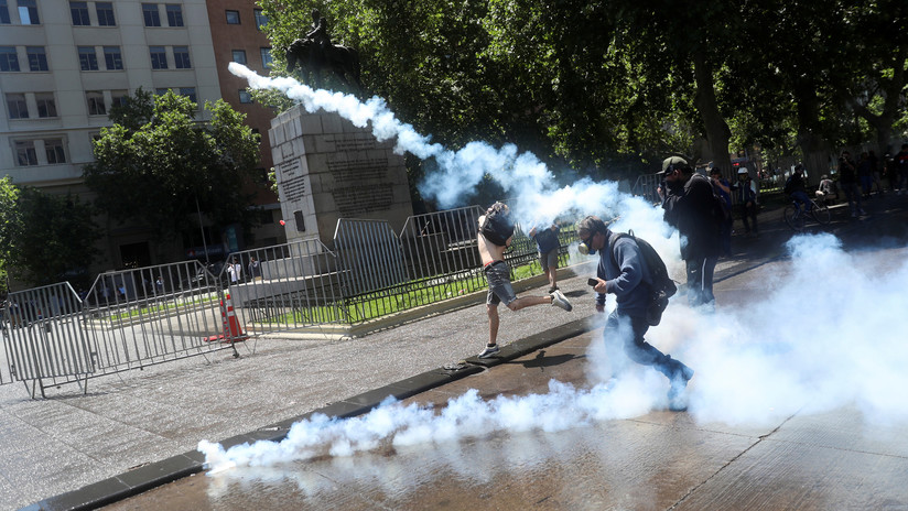 Un corresponsal de RT, afectado por gas lacrimógeno en las protestas en Chile (VIDEO)