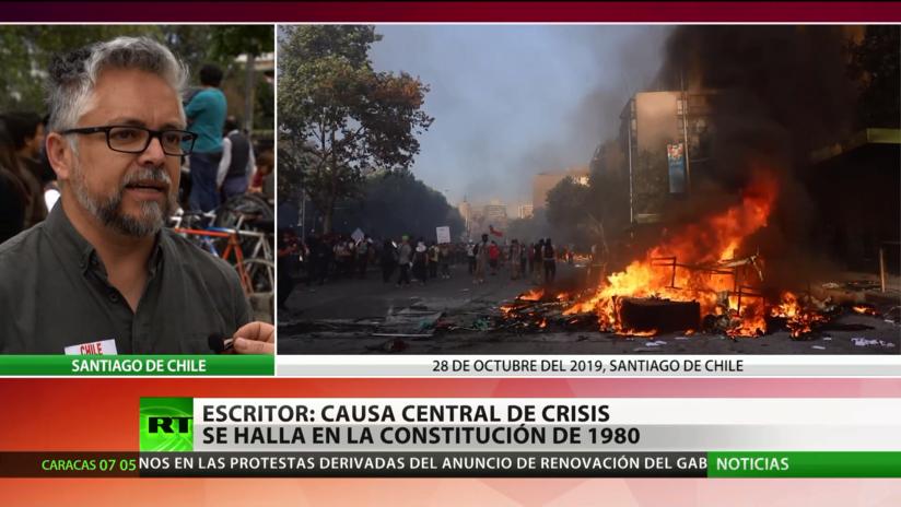 """Escritor: La crisis de Chile """"se radica en la Constitución política de 1980 dictada por Pinochet"""""""