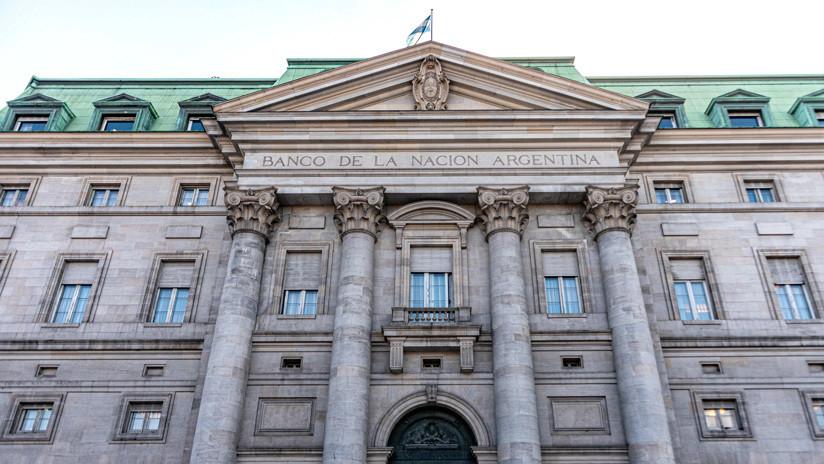 Se reporta un incendio en la sede del Banco Nación de Argentina y evacúan al personal