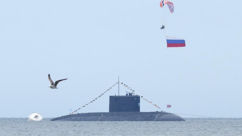 Un nuevo submarino nuclear ruso lanza por primera vez un misil balístico intercontinental Bulavá (VIDEO)