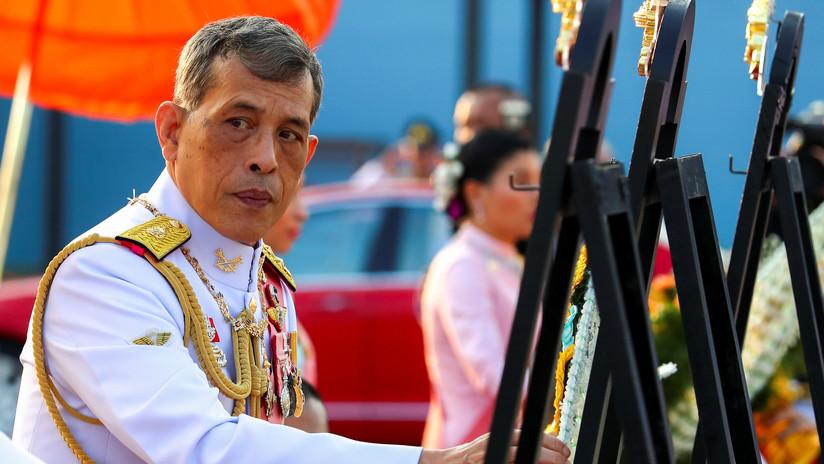 El rey de Tailandia despide a cuatro guardias reales por 'adulterio' e incumplimiento de los estándares