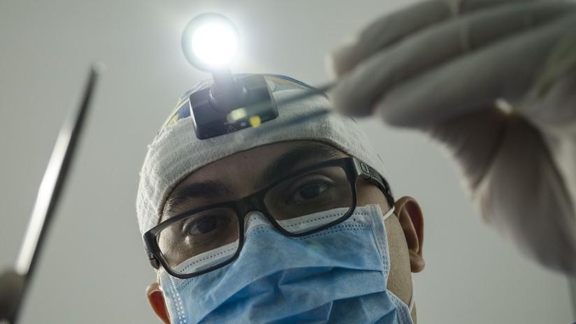 FOTOS, VIDEO: Transmiten en vivo en Facebook la cirugía cerebral a una mujer mientras que está consciente