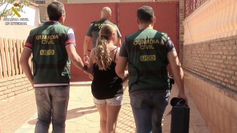 España: Detienen a una mujer por producir videos sexuales con sus hijas menores de edad para venderlos en la Red