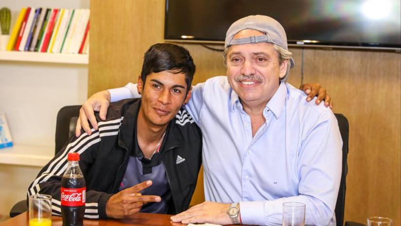 ¿Qué significa que el presidente electo de Argentina se haya reunido con 'el chico de gorra'?