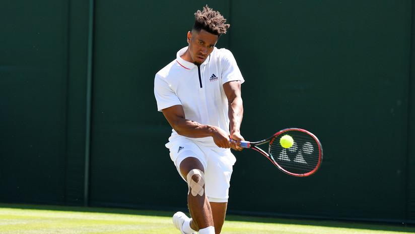 VIDEO: Descalifican a un tenista por lanzar la raqueta y golpear a un juez de línea