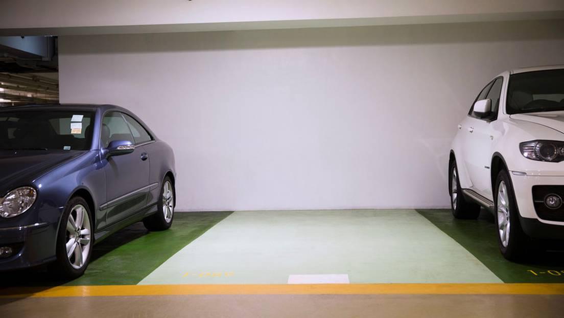 Pagan casi un millón de dólares por la plaza de estacionamiento más cara  del mundo - RT