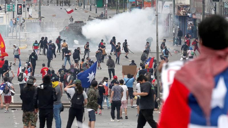 ¿Chile despertó? Por qué las masivas protestas no ceden a pesar de las concesiones del Gobierno de Piñera