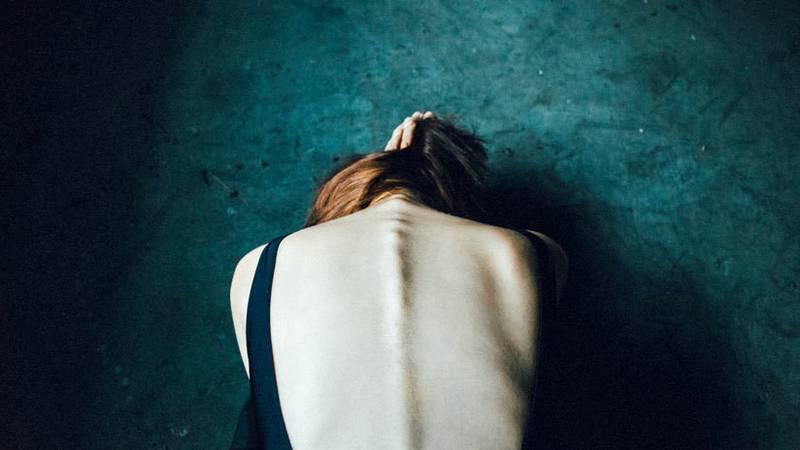Joven acusa a profesor, policía, abogado y ginecólogo de violación