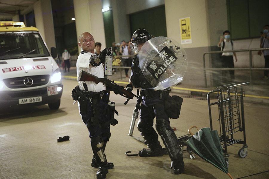 El policía Lau Chak-kei durante unas protestas en Hong Kong el 30 de julio de 2019.                                   Steve Leung  HK01