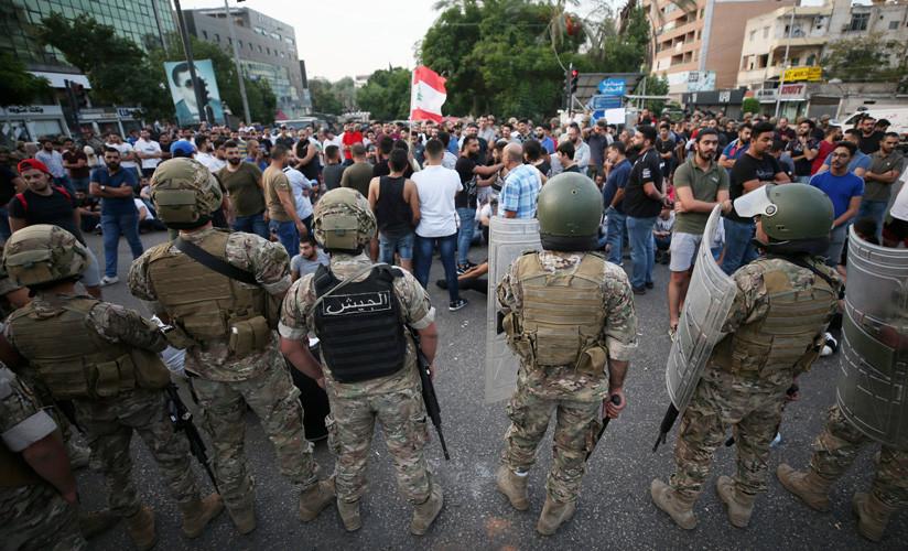 Continúan protestas en Líbano por plan económico de primer ministro