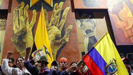Manifestantes dentro del edificio de la Asamblea Nacional, en Quito, Ecuador. 8 de octubre de 2019.
