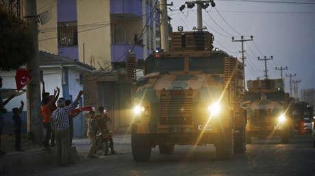 Carros blindados de Turquía en la ciudad turca de Akcakale, en la frontera con Siria, el 9 de octubre de 2019.