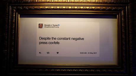 Tuit de Donald Trump colgado una exposición dedicada al inquilino de la Casa Blanca en Washington (EE.UU.), el 14 de junio de 2019.