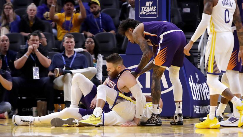 VIDEO: Una estrella de la NBA se fractura la mano cuando un rival de 118 kilos le cae encima