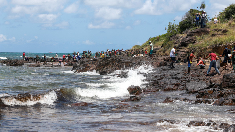 """Brasil informa que un petrolero con bandera griega es el """"principal sospechoso"""" de los derrames en su costa"""