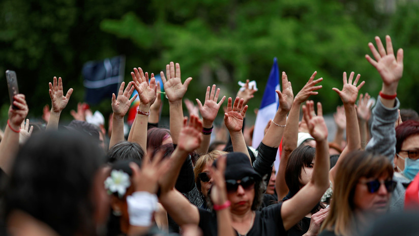'Mujeres de luto' se movilizan en Chile para protestar por los muertos y heridos por la policía