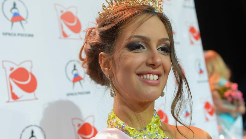 Miss Moscú muestra por primera vez el bebé que tuvo con el entonces rey de Malasia