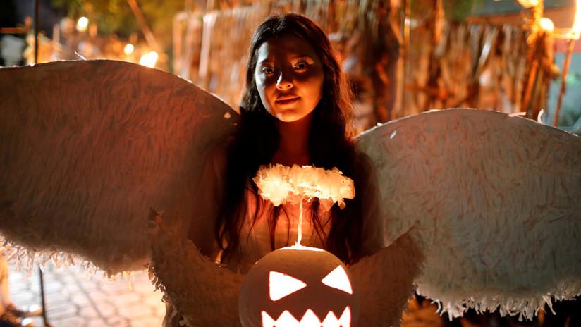 Zombis, personajes de ficción y animales invaden las calles en varios países del mundo este Halloween