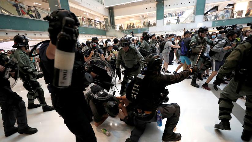 Hong Kong: Al menos cuatro heridos por arma blanca en un centro comercial en medio de las protestas