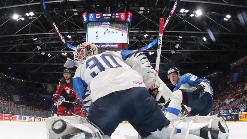 VIDEO: Impactante choque de cabezas en un partido de hockey deja a un jugador sin conocimiento