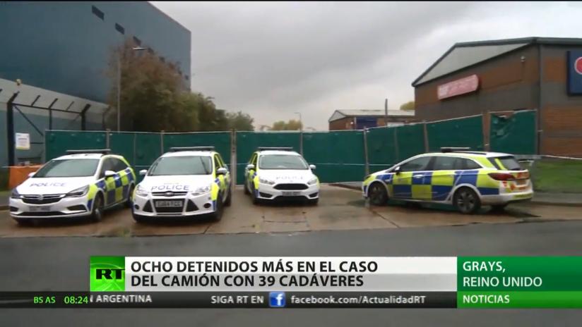 Detienen a 8 personas en relación con la muerte de 39 inmigrantes en un contenedor en el Reino Unido