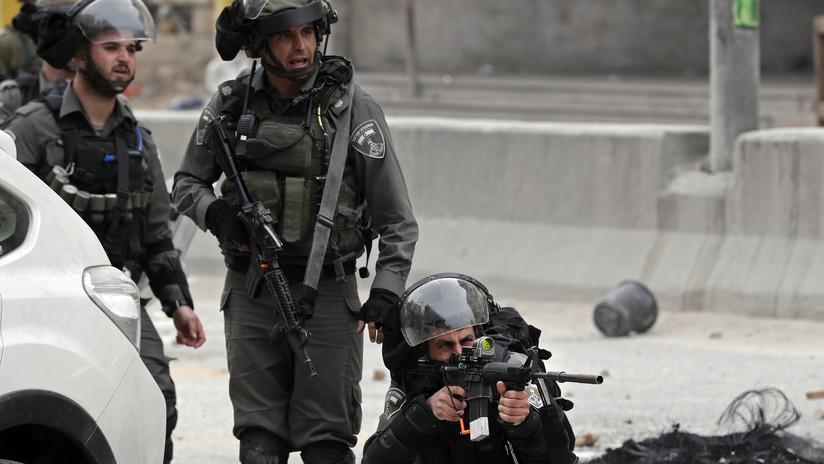 VIDEO: Filtran las imágenes de una agente israelí disparando por la espalda a un palestino desarmado