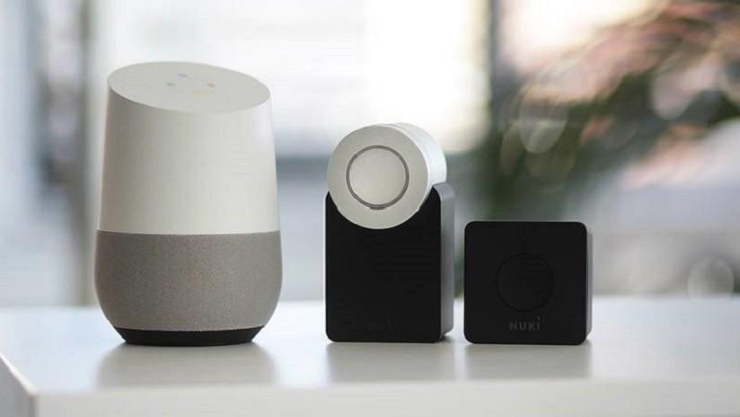 'Hackean' a Alexa, Siri y Google Home a cientos de metros de distancia con punteros láser y linternas
