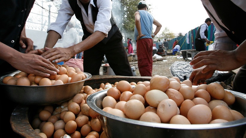 Muere al intentar ganar una insólita apuesta: comer 50 huevos