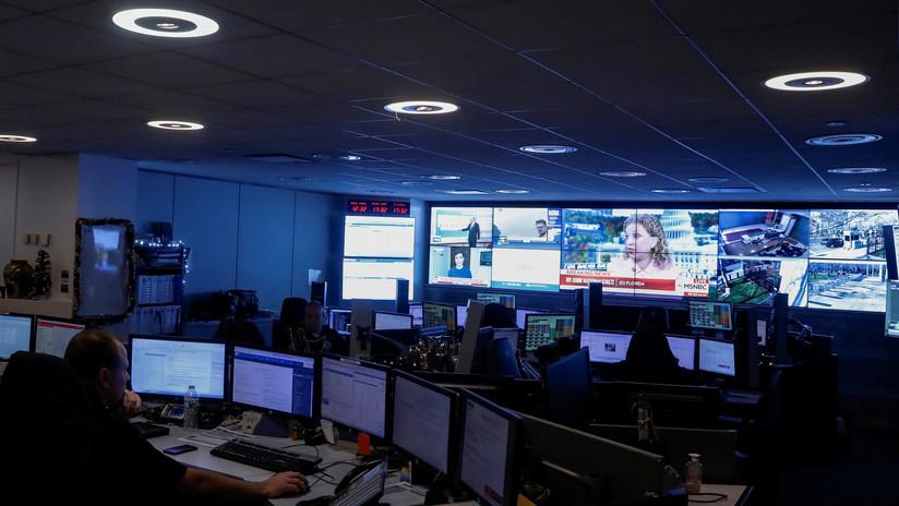 Empleados del 911 responden media hora tarde a una mujer en peligro mortal por ver contenido de Netflix