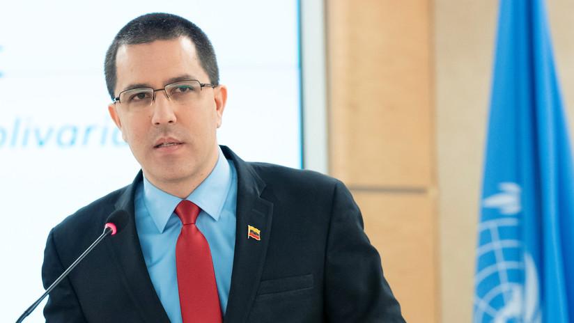 """Arreaza denuncia que en EE.UU. gobierna una """"élite guerrerista"""" tras las nuevas sanciones contra Venezuela"""