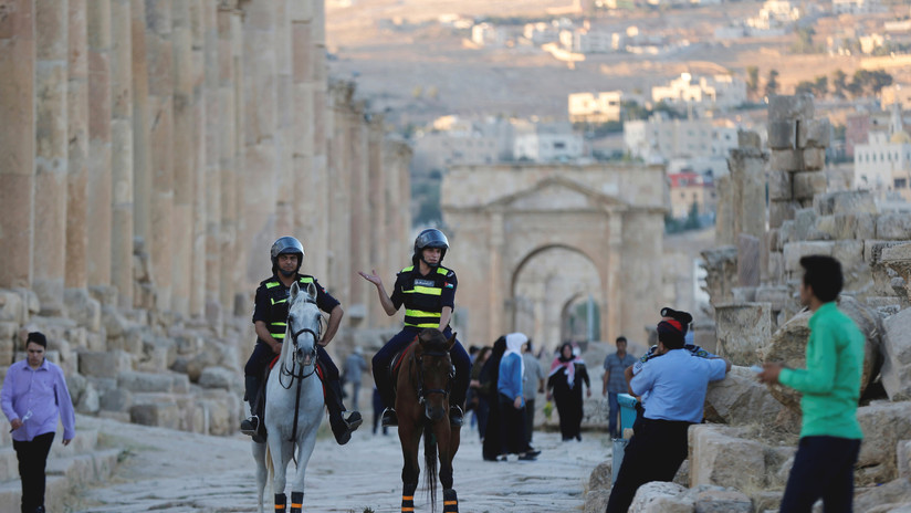 Un ataque con un cuchillo deja varios heridos en Jordania, entre ellos tres turistas mexicanos (VIDEO)