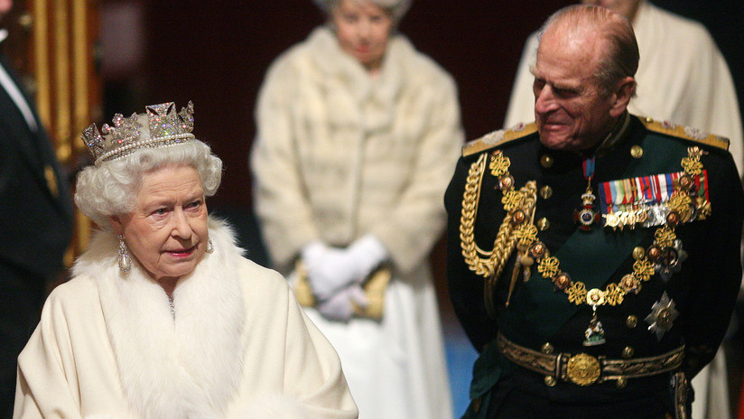 La reina Isabel II, primer miembro de la familia real británica en prohibir las pieles en todos sus nuevos trajes