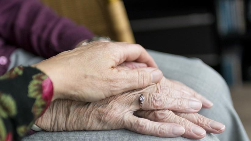 Británica publica la última imagen de sus padres tras tomar una dosis letal para que cambien las leyes sobre la eutanasia