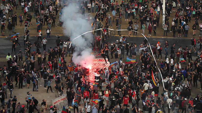 VIDEO: La Policía de Chile dispersa a los manifestantes en una nueva jornada de protestas en Santiago