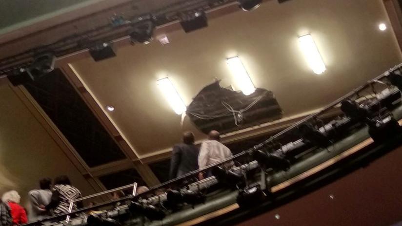 Evacúan un teatro en Londres tras el colapso de parte del techo en pleno espectáculo