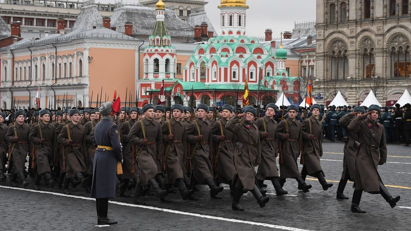 VIDEO: Una marcha solemne conmemora el histórico desfile militar de 1941 en la Plaza Roja de Moscú