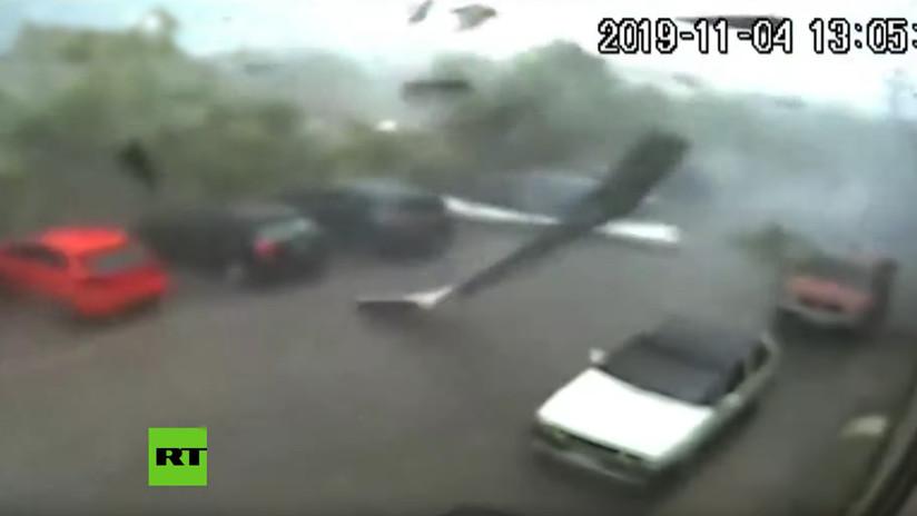 VIDEO: Momento en el que un tornado azota una ciudad griega arrasando con todo a su paso