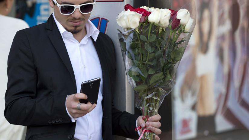 Miles de estadounidenses reciben 9 meses después mensajes de texto enviados por San Valentín (incluso de personas fallecidas)